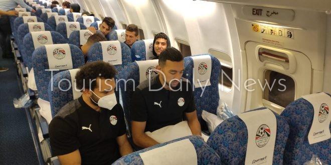 بالصور : وصول منتخب مصر لكرة القدم لمطار القاهرة قادمة من بني غازي بليبيا