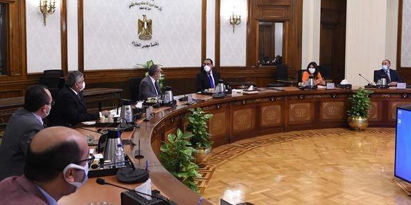 رئيس الوزراء يستعرض مع منار إعادة هيكلة الطيران المدني وأوضاع مصر للطيران