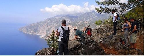 لبنان يطلق خطة لدعم السياحة البيئية ويضيئ الفنادق