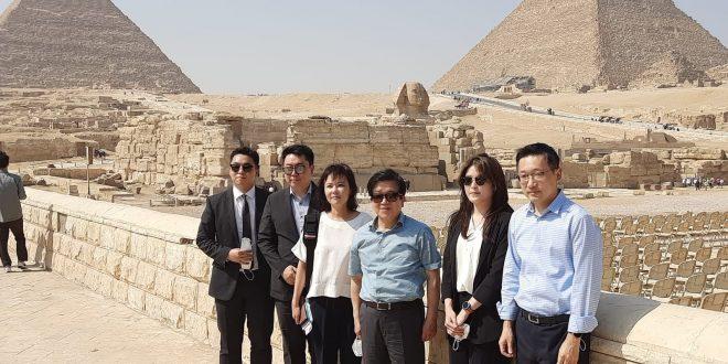 رئيس الجمعية الوطنية لكوريا الجنوبية يزور آثار سقارة و أهرامات الجيزة