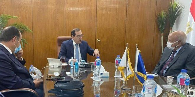 """وزير البترول ييبحث مع رئيس """"جيوشى موتورز"""" إنتاج مركبات غاز للنقل الجماعى"""