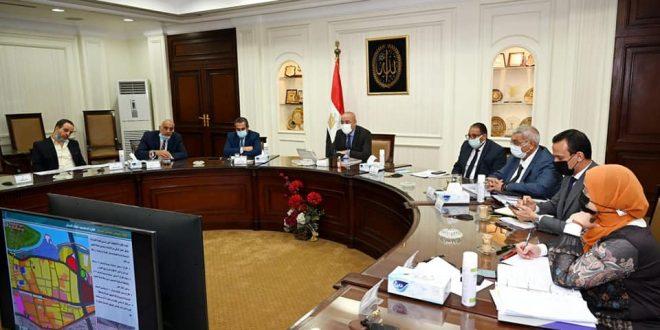 وزير الإسكان يستعرض البدائل المقترحة لمشروع تطوير المدخل الجنوبى للجيزة