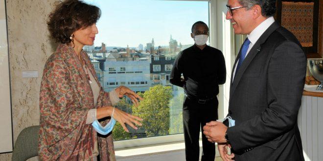وزير السياحة يلتقي مدير عام منظمة اليونسكو بباريس لحضور احتفال الأقصر