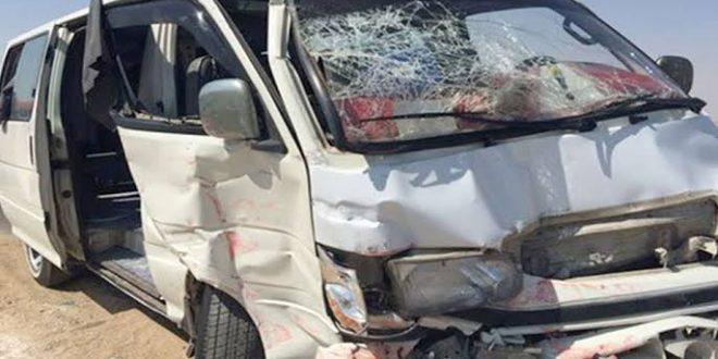 إصابة 3 سياح ألمان بتصادم بين سيارة ميكروباص وتريلا بطريق الغردقة رأس غارب
